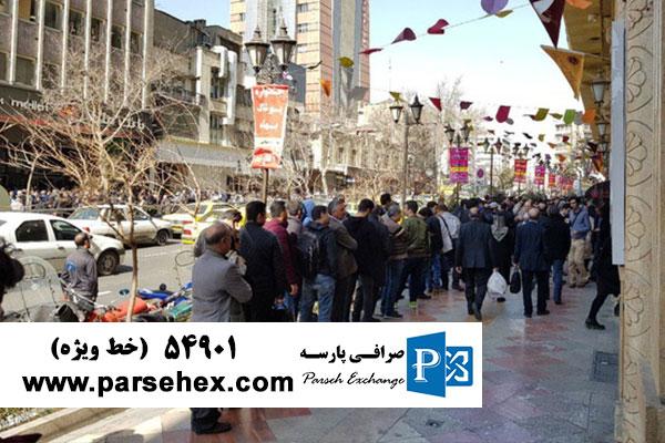 صرافی و تجمع افراد برای خرید ارز